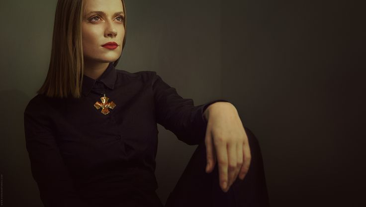 woman, portrait, dark, black, cross, vamp, red lips, rembrandt light