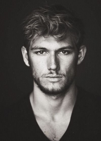 Alex Pettyfer as Richard, a Ranger who arrives as part of the reinforcements and later is assigned to go n the mission into Moldov