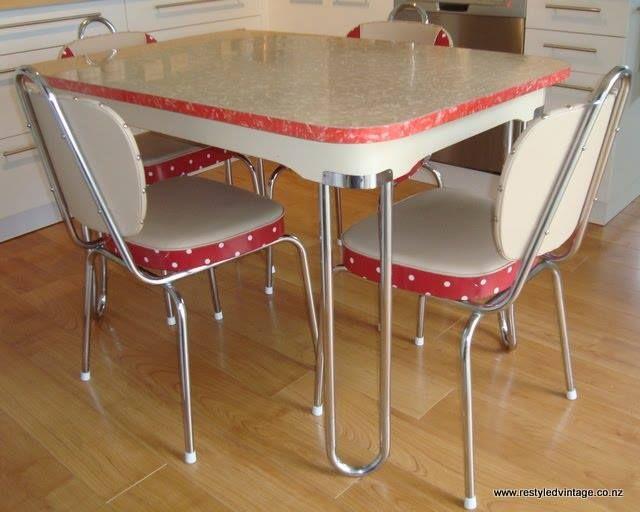 blanc et rouge - Chaise De Cuisine Retro
