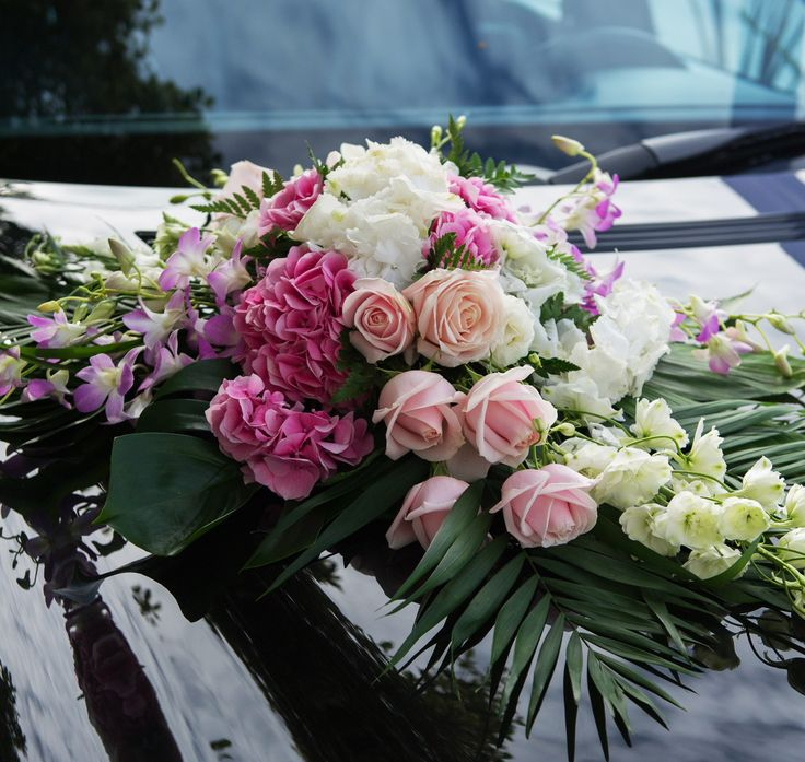Car flower arrangement for wedding with roses and hydrangea