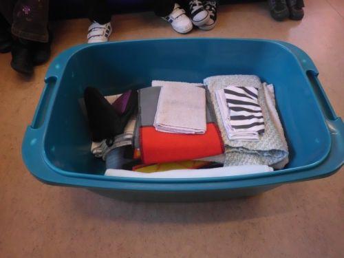 Wasmand vol doeken: vaatdoek, dweil, brillenpoetsdoekje, handdoek, zakdoek,pannenlap, laken,...