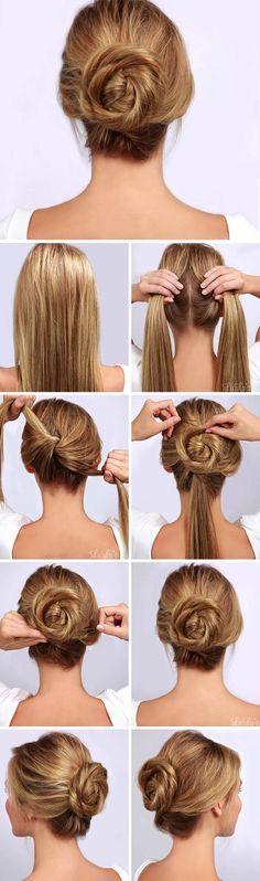 Divide tu cabello en dos y haz un nudo. Luego, enrolla uno de los mechones, rodea el nudo y sujétalo con un pasador. Repite esto con la otra parte, ¡y listo!