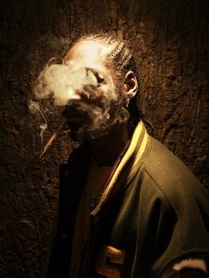 Snoop Dogg smooking that good good