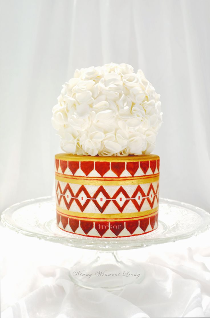 Hand-painted Thai pattern cake