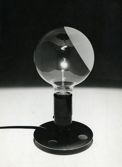 LAMPADINA Lampada da tavolo 1971 Progetto: Achille Castiglioni 1972 Produzione: Flos