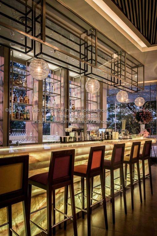 bar @ la luce wine & dine,      jakarta - indonesia