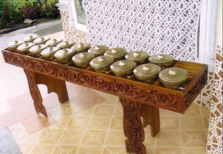 Talempong is a typical percussion instruments Minangkabau ethnic group. The shape is almost the same as in the device bonang gamelan instruments. Talempong can be made of brass, but some are made of wood and stone.