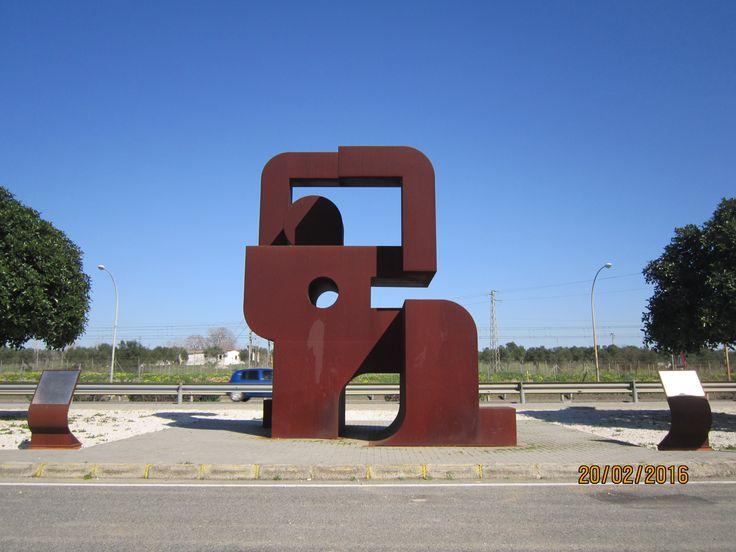 Monumento a los fusilados de la localidad de Dos Hermanas (Sevilla). Este monumento realizado en acero se encuentra ubicado en la antigua N IV entre Bellavista y Dos Hermanas. Fecha de exposición: 18 de junio del 2009.