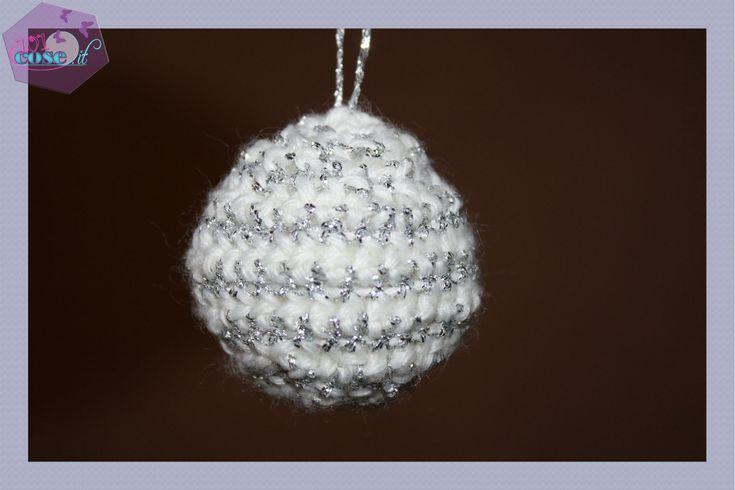 """Tutorial della serie """"Arriva il Natale"""",impareremo come fare la palla di Natale all'uncinetto, con la tecnica a spirale. un amigurumi davvero speciale!!"""