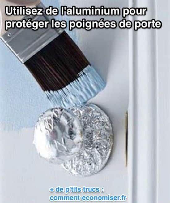 Recouvrez les poignées de papier alu pour les protéger de la peinture.