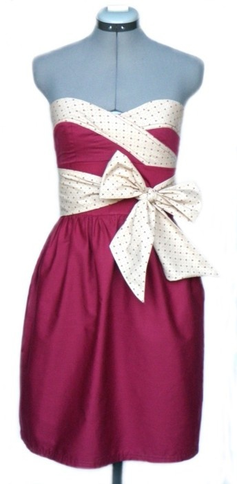 .Big bow!!Games Day Dresses, Polka Dots, Cute Dresses, Bridesmaid Dresses, Gold Dresses, Gold Games, Clothing Accessories, Beautiful Dresses, Game Day Dresses