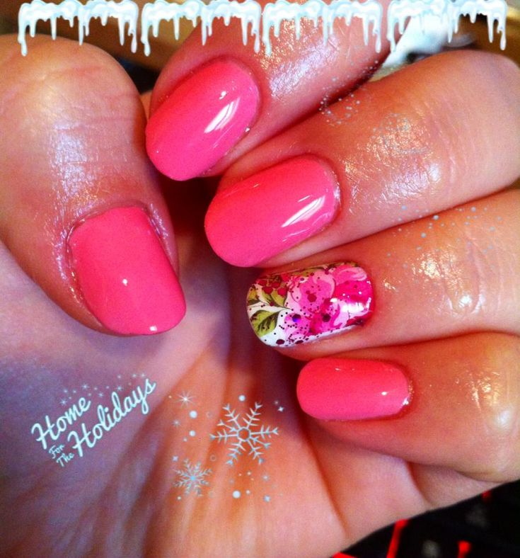 pinkish gel polish with water tatoo nail art and a little bit of sparkle <3