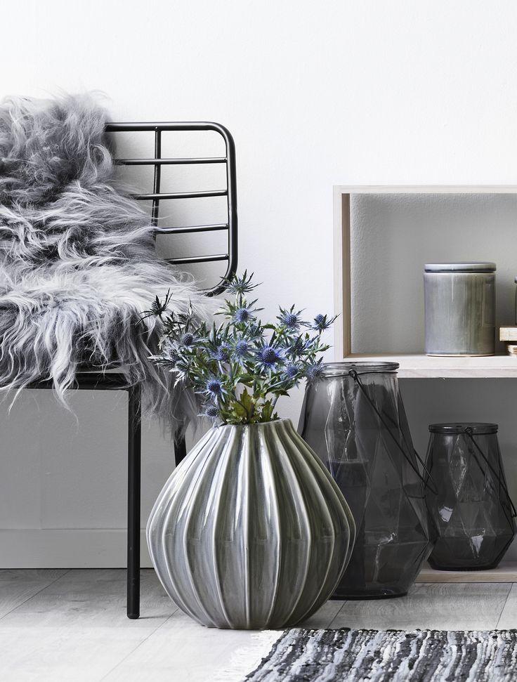 New season trend - Silent Blue -  Smuk og rustik Wide vase fra Broste #inspirationdk #vase #blue #Broste #Design #Boliginretning