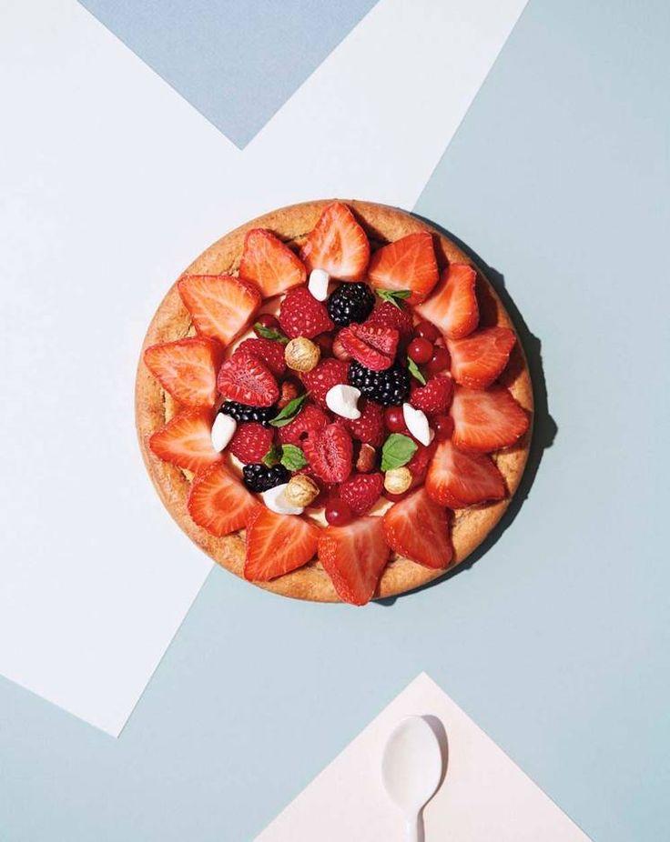 Konditor Sverre Sætres kransekake med bær #kake #bær #jordbær #sverresætre
