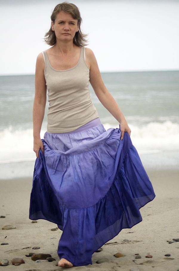 Jak voní levandule na Krétě?...dl. hedvábná sukně TATO SUKNĚ SKLADEM, IHNED K ODESLÁNÍ Sukně skladem včetně dlouhé spodničky. Bohatě řasená dlouhá romantická hedvábná sukně.Působí velmi žensky a je neuvěřitelně příjemná na nošení :o) Pořízené foto díky Blanka Winterová :) ................................................................................... V ...