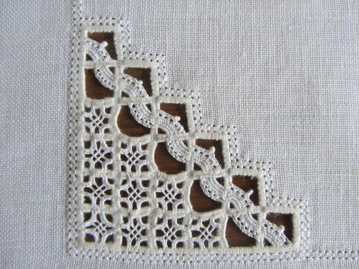 Reticello corner on Ricamiamo insieme con Rosanna blog ['We embroider together with Rosanna' blog