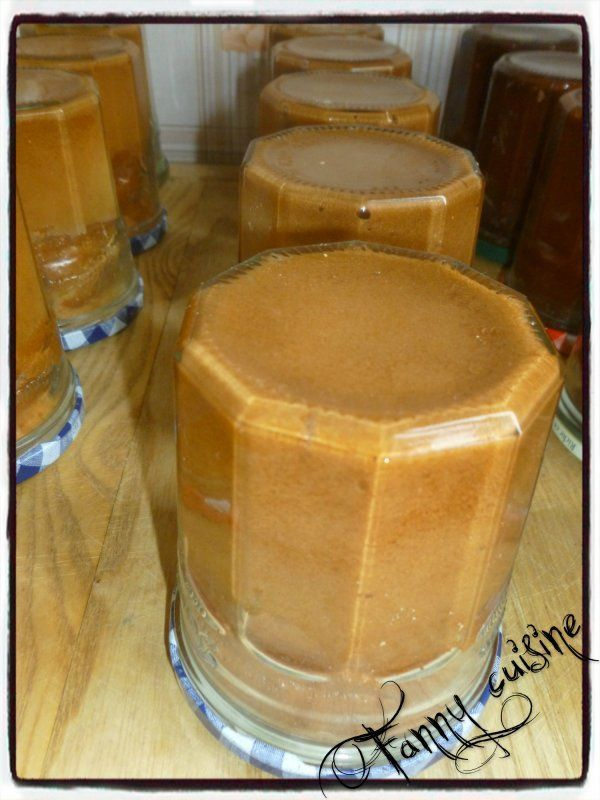 1 yaourt (mesure) 1 pot d'huile 2 pots de sucre 3 pots de farine 3 oeufs 1/2 sachet de levure chimique 1 sachet de sucre vanillé 1 pincée de sel 10 g d'extrait de café (maison) Mettre tous les ingr...