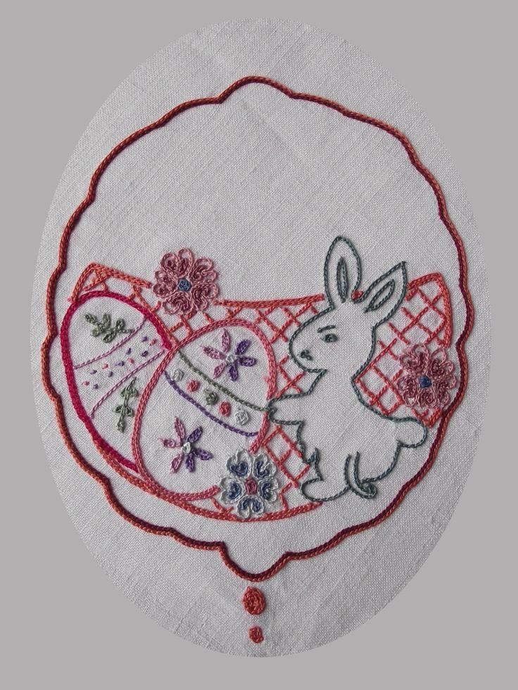 Au point de Beauvais. Motif (site de Mary Corbet): http://www.needlenthread.com/2016/03/free-easter-cutwork-embroidery-pattern.html