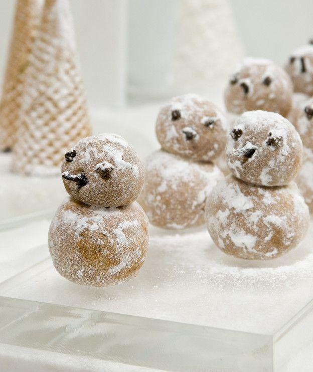 Υπέροχα βρώσιμα διακοσμητικά σε σχήμα χιονάνθρωπου, πλασμένα από μάρτσιπαν που φτιάχνουμε μόνοι μας.