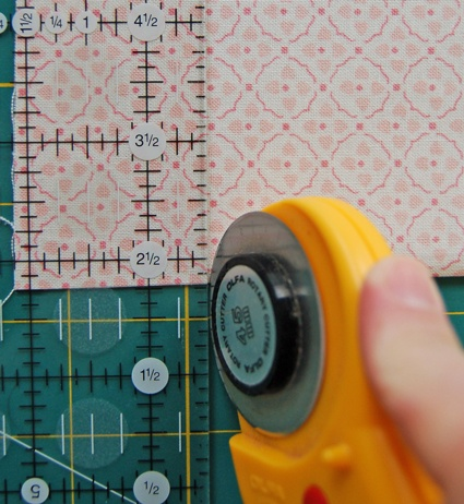 I cut perfect squares using this tutorial. I never thought it would happen! {Basic Rotary Cutting Tutorial}