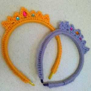 Tiara Headband - crochet hair accessories, free pattern! http://www.mooglyblog.com/crochet-hair-accessories-12-free-patterns/