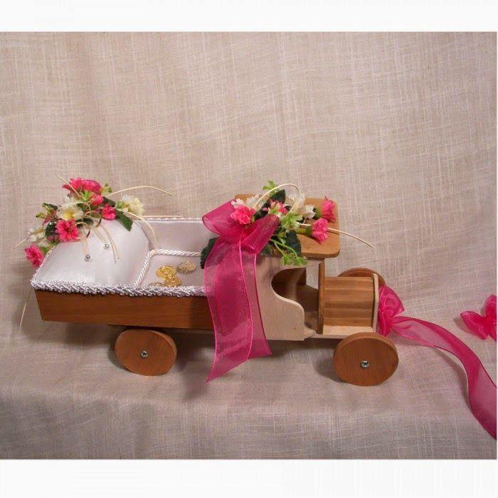 Sorteamos un precioso camión  para llevar los anillos al altar de una forma original elegante y divertida... No te lo pierdas la bases están en nuestro Blog  http://abrildissenys.blogspot.com.es/
