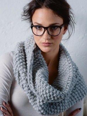 burda style, Stricken, Anleitung zum Download - Endlich ein Schal den man nicht verlieren kann. Im Ernst: dieser Loop ist ein echter Hingucker, hier in Grau zu Sportwear, oder in Knallrot zu einem schlichten Kleid