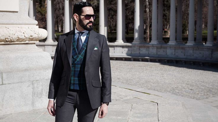 At the last years it has forged a new man at Madrid, with current values, lover of technology, without losing the traditions; The Neo Castizo Gentleman.  Mario Monforte, Birdseye, Grey Suit, Tartan Vest, Sunglasses, Men, Silbon, Tie, Navy,