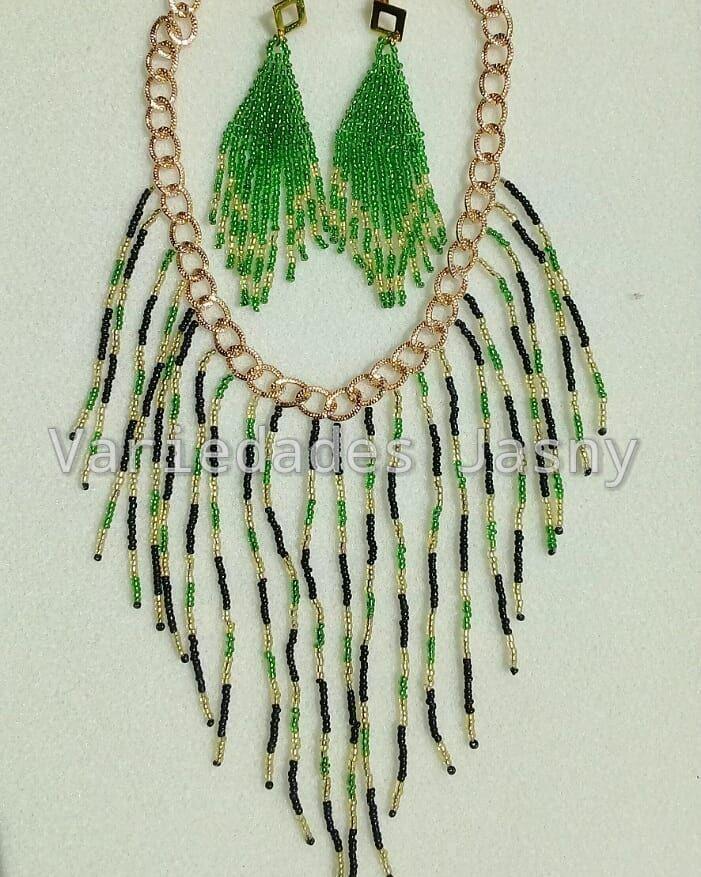 a78c84f32a08 collar  mostacilla  negro  verde y  dorado  aretes  moda  belleza ...