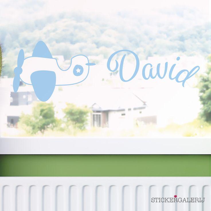 Raam decoratie jongenskamer stoer met eigen naam  #jongenskamer #wanddecoratie #inspiratie #kinderkamer #muursticker #baby #voertuigen #blauw #groen #peuter #kwaliteit #design #uniek #nederland #zwanger #zwangerschap #pasgeboren #interieur #muur #wand #doehetzelf #diy #liefde #stickergalerij  Voor de volledige collectie kijk op: www.stickergalerij.nl
