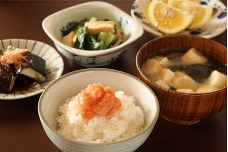 明太子ごはん、小松菜の煮びたし、焼き茄子で朝ごはん