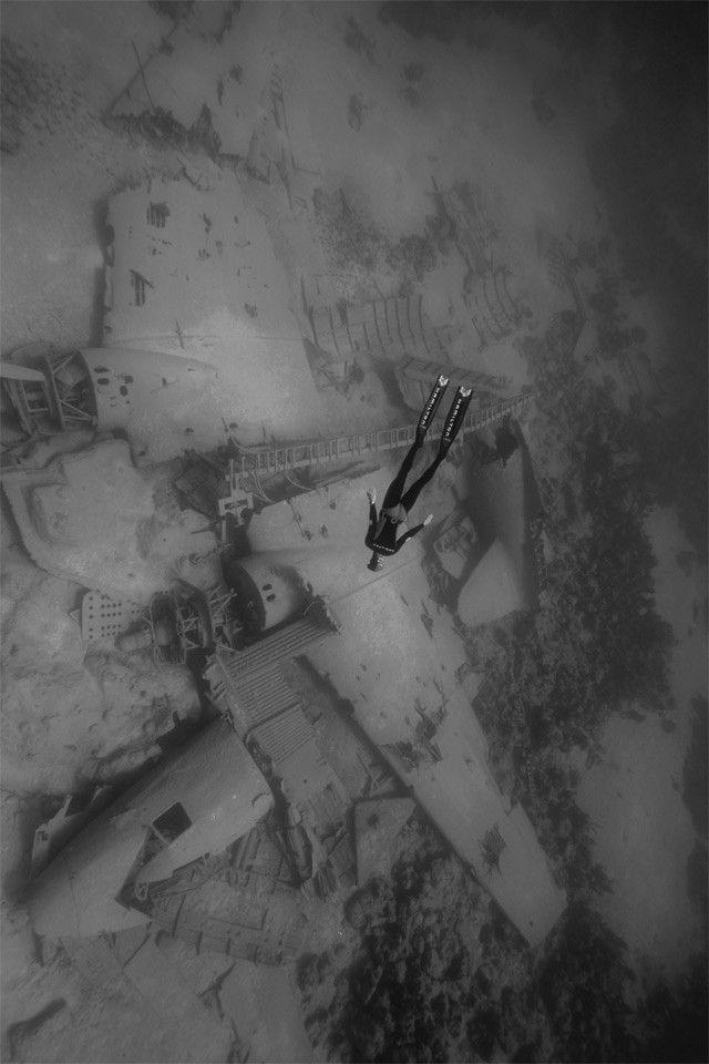plane wreck dive www.flowcheck.es  Taller de equipos de buceo #buceo #scuba #dive