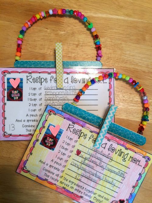 I am so in love with this Mother's Day recipe card holder craft, the mother's day recipe is also sweet!  Mother's Day Crafts for Kids: Preschool, Elementary and More on Frugal Coupon Living!