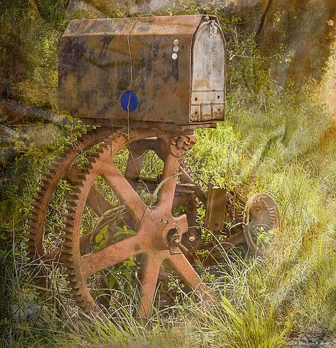 unique mailboxes | Scrapbookingmemor… says: What an amazing,unique mailbox!