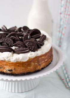 Laatst kwam ik dit recept voor mini Oreo cheesecakejes weer tegen. Het is een recept uit de tijd dat ik het bloggen nog niet serieus nam en er gewoon een beetje bij deed als ik er zin in had. Ik denk dat ik die mini cheesecakejes in 2010 gemaakt hebt en dat kun je ook...Lees Meer »