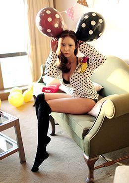 Today's Hot Pick :[ブラショーツセット]花柄刺繍入りレースブラショーツセット【CHUU】 http://fashionstylep.com/SFSELFAA0014031/chuujp/out 花柄刺繍入りレースがセクシーなブラショーツセットです。 フロントホックタイプで着用もラクラク☆ ブラには1~2センチの厚みがあるボリュームパッド入り♪(取り外し可能) ショーツのバックはオールレースで透け感がありとってもセクシー☆ プレゼントにもおススメ♪