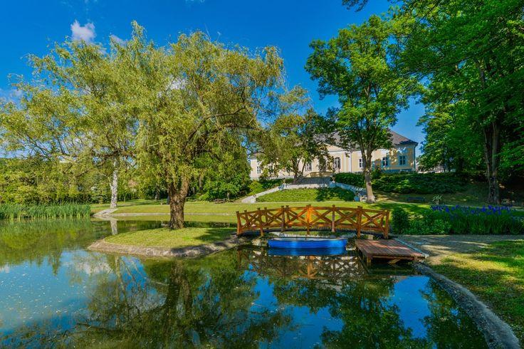 A Kastély és a park