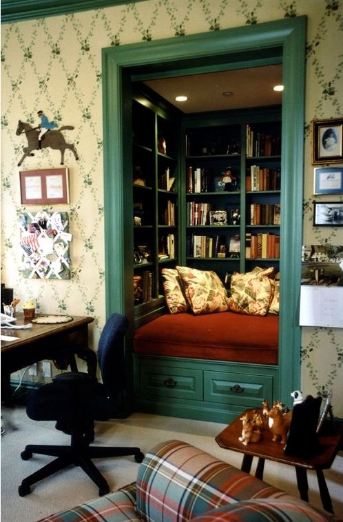 spare closet 5 Ways to Convert Your Closet Into Something Awesome: love this book nook idea!