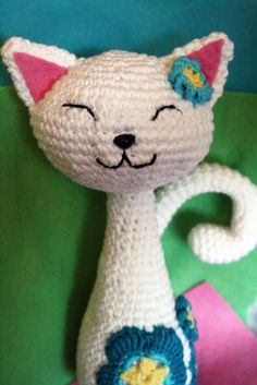 Amigurumi cat./ A pinner said: This is reminiscent of those stuff cats that were so popular in the 50's with the jewel eyes.