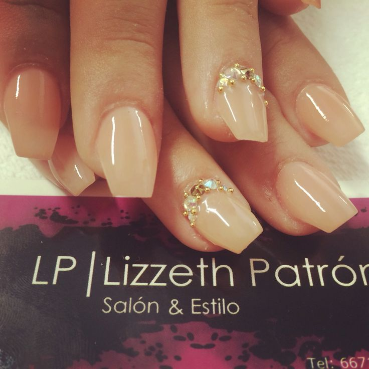 Nude nails, uñas acrílicas elegantes y sencillas solo en LP Salon y estilo 6671870644
