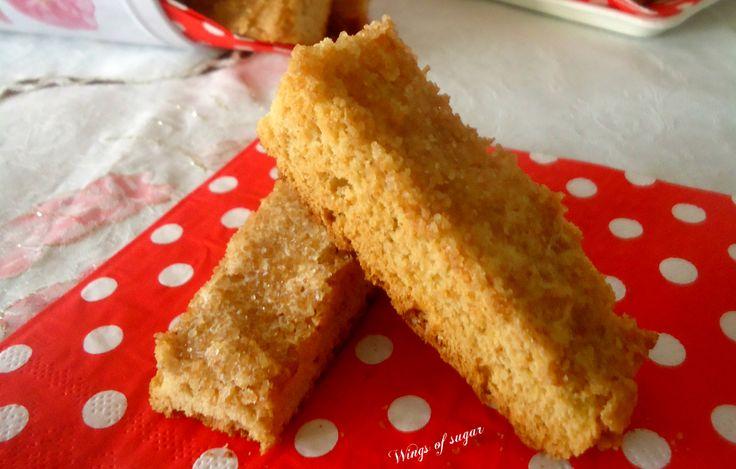 Biscotti allo zenzero ricoperti di zucchero di canna ricetta