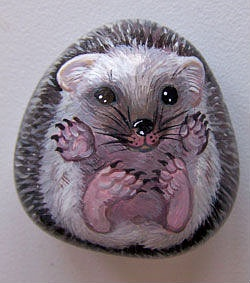 cute mouse stone art - or is it a Hedgehog?