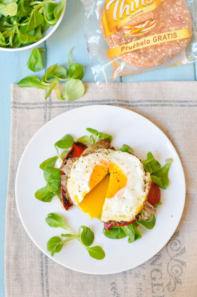 Sándwich de huevo y verduras a la plancha