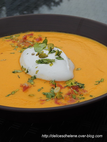 VELOUTE DE CAROTTES, CREME FOUETTEE AUX HERBES.