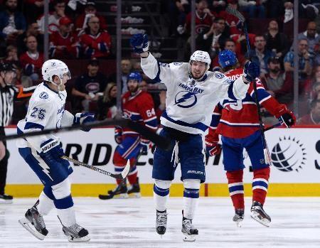 カナディアンズ戦で決勝ゴールを奪い、大喜びするライトニングのクチェロフ(手前右)=モントリオール(USA TODAY・ロイター=共同) ▼2May2015共同通信|NHL、ライトニングなど先勝 プレーオフ http://www.47news.jp/CN/201505/CN2015050201001509.html