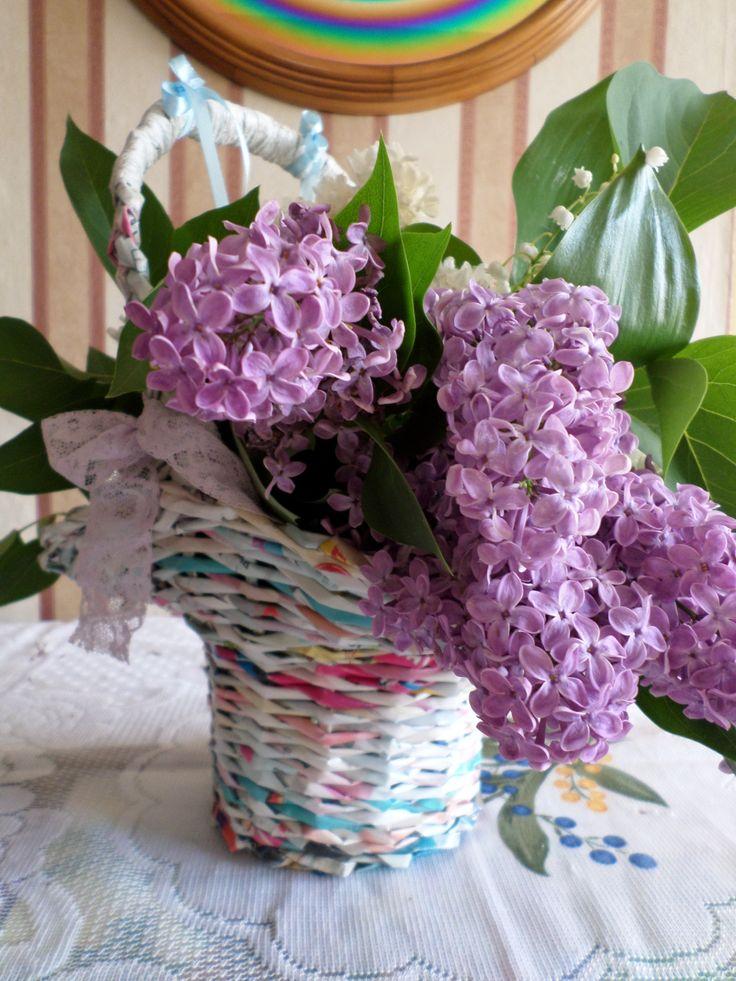 Florentin kosár virággal. Papírfonással, saját munka/Paper weaving, my own work