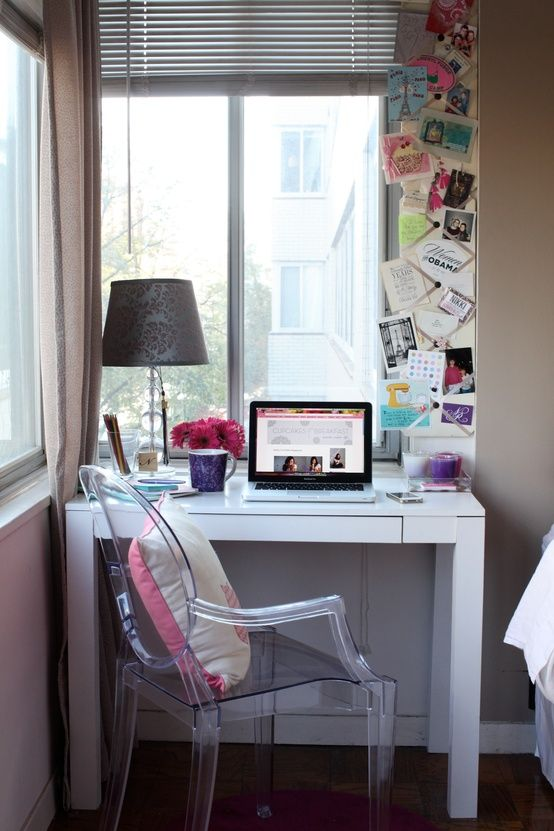 Cupcakes para o café da manhã: DC estúdio apartamento turnê - parsons mesa e cadeira de acrílico