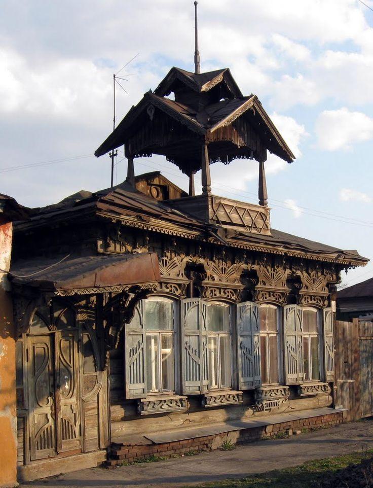 Омск деревянный. Дом с драконами.