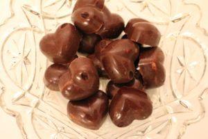 Sjokoladekonfekt med hasselnøttefyll - så godt :-)