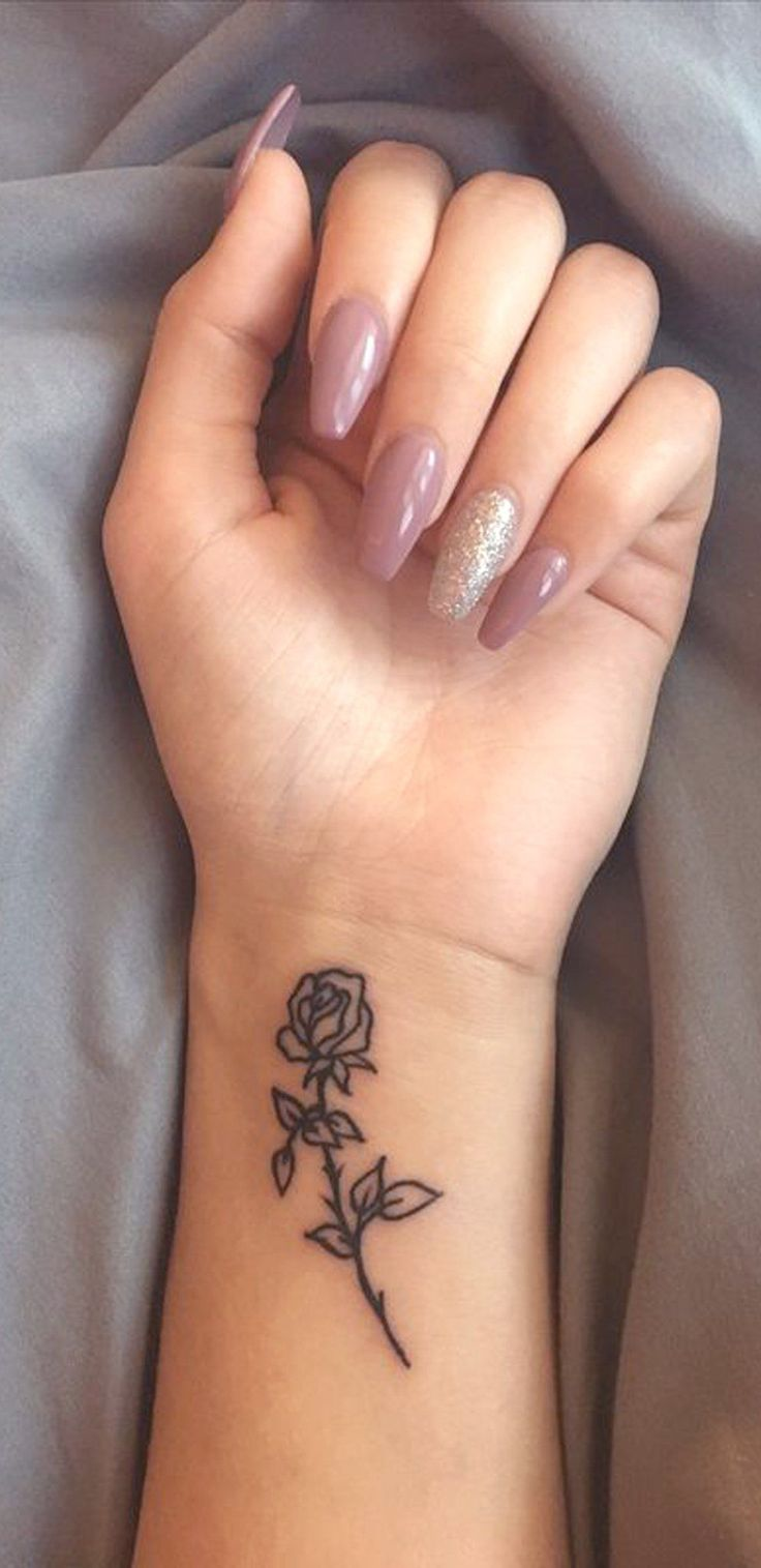 Small Rose Wrist Tattoo Ideas for Women – Minimal Flower Arm Tatouage – Ideas Del Tatuaje Inked – Coffin Nail Ideas Art – www.MyBodiArt.com #WristTatt…